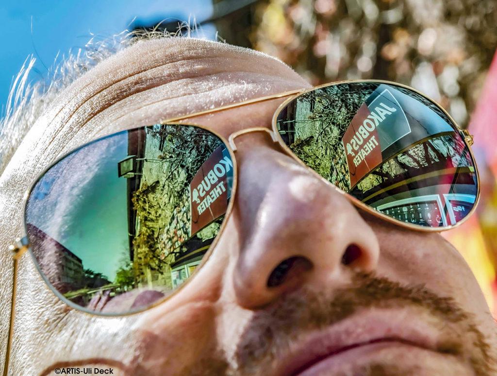 """Kulturportrait in Zeiten von Corona – Carsten Thein, Mitglied des Vorstands beim Jakobus-Theater Karlsruhe. Im Rahmen der BNN Serie """"Was fehlt? """". Foto Copyright: ARTIS-Uli Deck"""