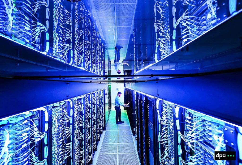 """Neuer Superrechner """"HoreKa"""" am Karlsruher Institut für Technologie, KIT. Foto COPYRIGHT: dpa/ARTIS-Uli Deck   (Licensing via:  sales@picture-alliance.de )#dpaphoto #dpafoto#"""